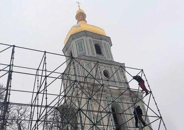 Підготовка до Собору Православної Церкви в Україні при Софійському соборі. Знимка Святослава Хоменка