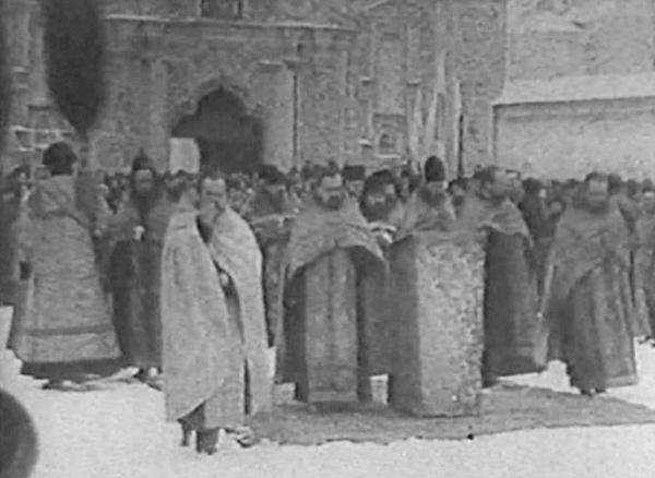 Богослужіння перед проголошенням Акту Злуки. Київ, Софійська площа, 22 січня 1919 року