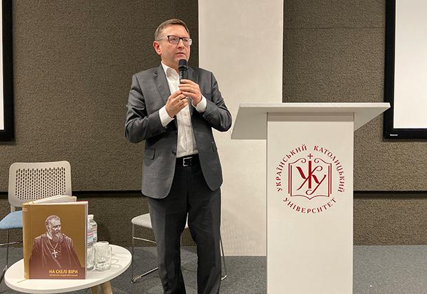 Михайло Перун презентує науково-популярне видання «На скелі віри»