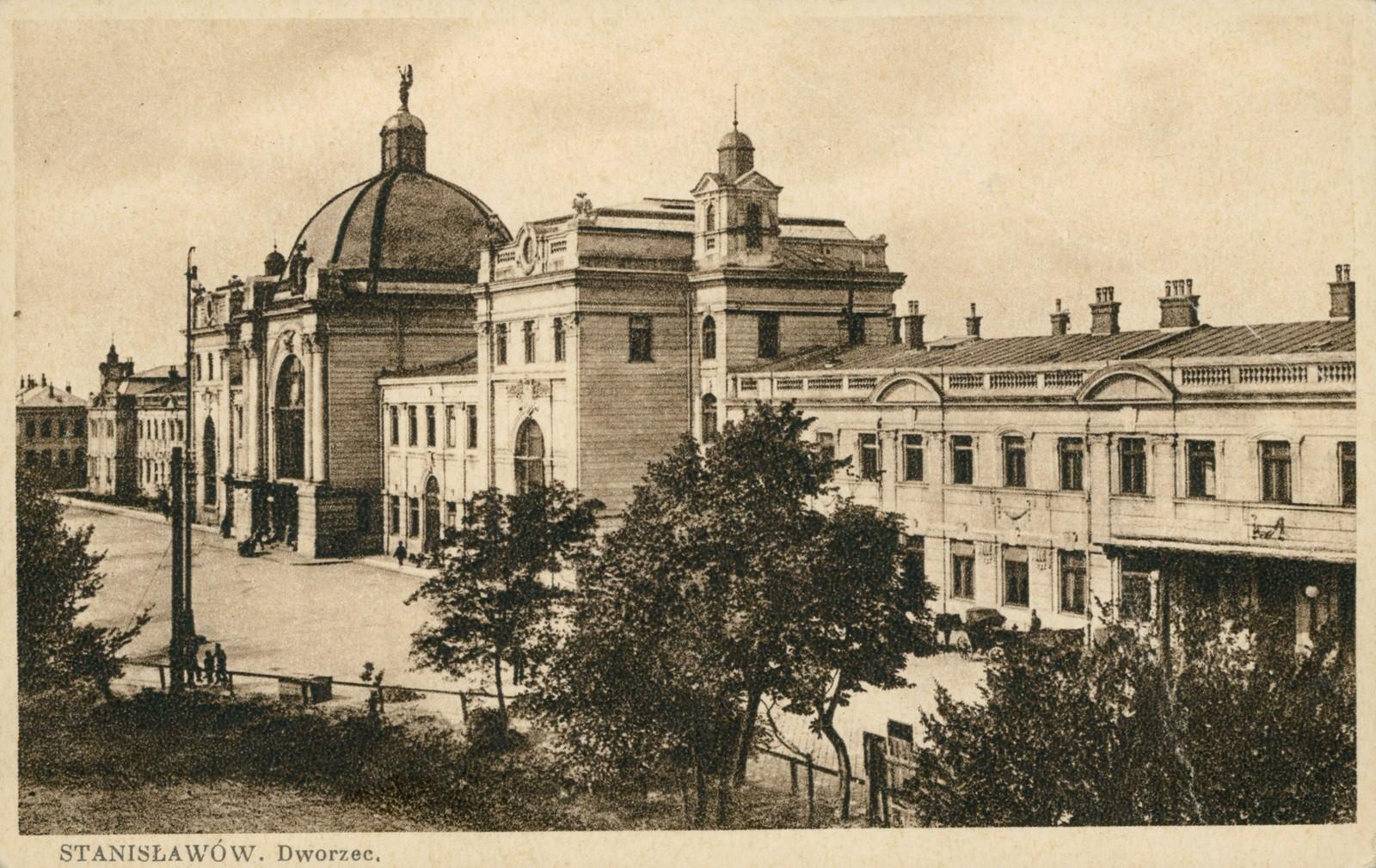 Станиславів сто років тому: як туристи зі знижками у Карпати на лижі  їхали 6